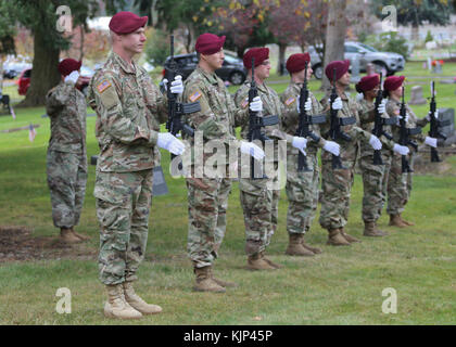 Members of the 1st Special Forces Group (Airborne) participate in a Veterans Day Ceremony at the Yelm Cemetery In - Stock Photo
