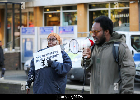 London, UK. 25th Nov, 2017. 25th Nov, 2017. Protest outside Brixton police station to remember Ricky Bishop, who - Stock Photo