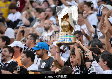 Sao Paulo, Brazil. 26th Nov, 2017. Fans of Corinthians after the team defeats Atletico Mineiro and wins the Brazilian - Stock Photo