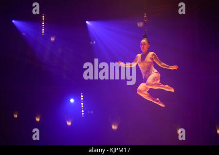 London, UK. 27th Nov, 2017. Fancy Chance, performing Hairhang, part of La Soiree, Olivier award-winning play, returns to London at the recently refurbished, Aldwych Theatre, with in-the-round seating and featuring a variety of cabaret performers, from 24 November 2017 to 3 February 2018. Photo date: Monday, November 27, 2017. Credit: Roger Garfield/Alamy Live News Stock Photo