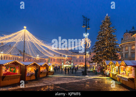 Sibiu, Romania. 27th Nov, 2017. Christmas Market in Sibiu main square, Romania, Transylvania Credit: Ungureanu Vadim/Alamy - Stock Photo