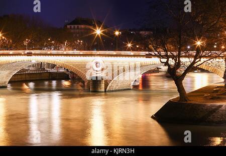 The pont Louis-Philippe is a bridge across the river Seine in Paris. It links the Quai de Bourbon on the Ile Saint - Stock Photo