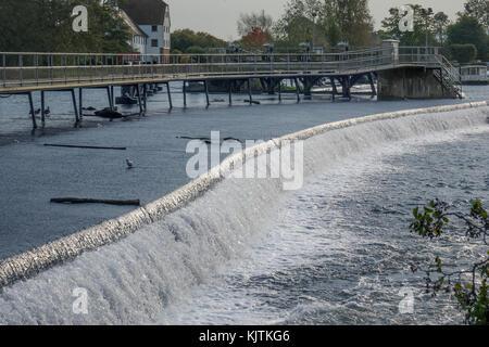 England, Buckinghamshire, River Thames, Hambleden weir - Stock Photo