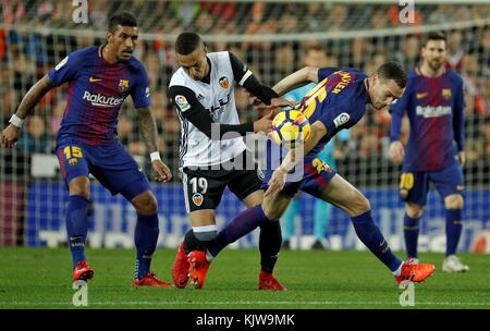 Barcelona, Spain. 26th Nov, 2017. Valencia's Rodrigo Moreno (C) vies for the ball with FC Barcelona's Thomas Vaermaelen - Stock Photo