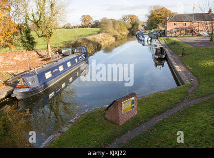 Narrowboats on the Kennet and Avon canal, the Waterfront pub, Pewsey wharf, Wiltshire, England, UK - Stock Photo