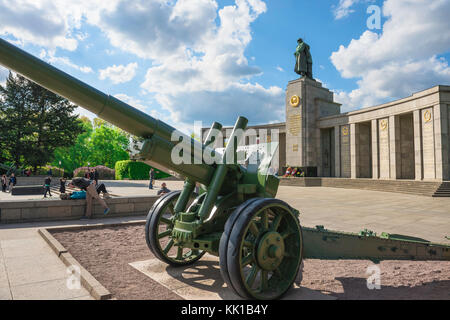 Soviet War Memorial, howitzer and statue of a Red Army soldier in the Soviet War Monument in the Tiergarten, Berlin, - Stock Photo