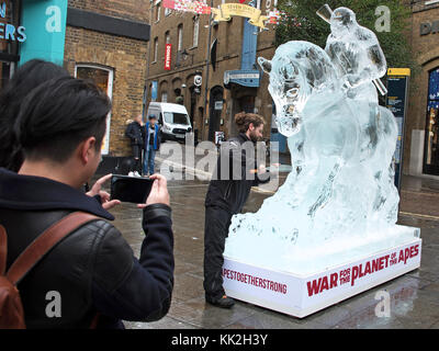 London, UK. 27th Nov, 2017. Life Sized sculpture of 'Caesar' on Horseback, made entirely of Ice, towers over Londoners - Stock Photo