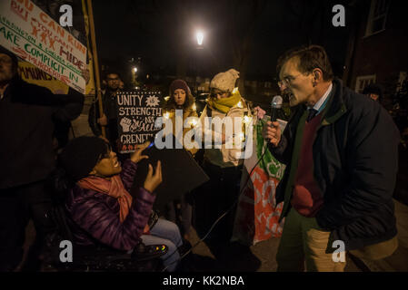 November 27, 2017 - London, UK. 27th November 2017. A councillor speaks to activists and supporters from the Revolutionary - Stock Photo