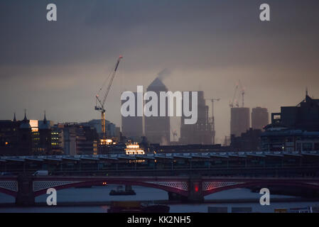 Waterloo Bridge, London, UK. 28th Nov, 2017. Sunrise over London from Waterloo Bridge. Credit: Matthew Chattle/Alamy - Stock Photo