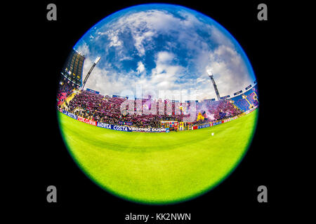 Bologna, Italy. 25th Nov, 2017. Bologna fans Football/Soccer : Italian 'Serie A' match between Bologna FC 3-0 UC Sampdoria at Stadio Renato Dall'Ara in Bologna, Italy . Credit: Maurizio Borsari/AFLO/Alamy Live News Stock Photo