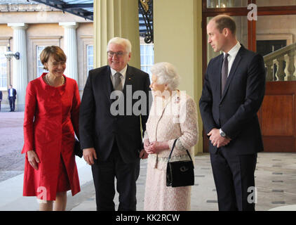London, UK. 28th Nov, 2017. Queen Elizabeth II and Prince William receiving German President Frank-Walter Steinmeier - Stock Photo