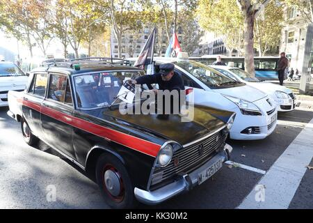 Madrid, Spain. 29th Nov, 2017. Taxi drivers protest in Madrid, Spain, 29 November 2017, during a strike called by - Stock Photo