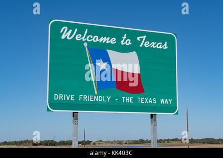 Welcome to Texas Sign on the road at the state border - Stock Photo