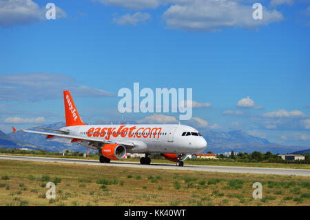 G-EZUZ  easyJet Airbus A320-214 taxiing the LDSP RWY 23 preparing for takeoff, Kaštela Croatia - Stock Photo