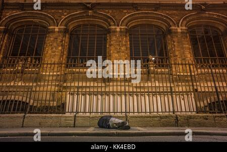 Urban poverty -  16/11/2012  -    -  Homeless sleeping in the cold before the natural history museum, botanical - Stock Photo