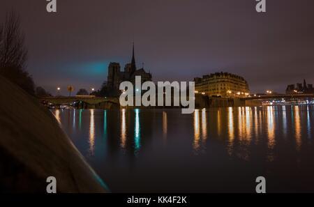 Bridges of paris -  31/12/2012  -    -  Bridges of paris -  Notre-Dame de Paris, at dawn since the bank of the seine. - Stock Photo