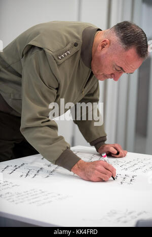U.S. Marine Corps Gen. Joseph F. Dunford, Jr., chairman of the Joint Chiefs of Staff, visits Defense Innovation - Stock Photo
