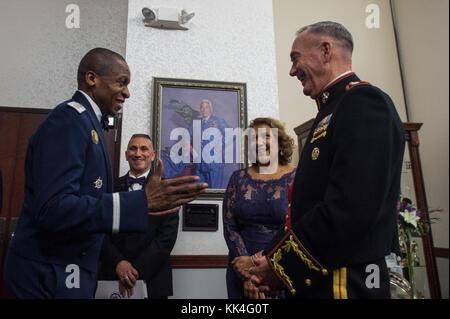 U.S. Air Force Gen. Darren W. McDew, Commander of U.S. Transportation Command (USTRANSCOM), speaks with U.S. Marine - Stock Photo