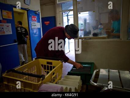 The breadcrumbs, the Emergency's Social Inclusion -  28/06/2012  -    -  Emergency Shelter  - La Mie de Pain, Paris - Stock Photo