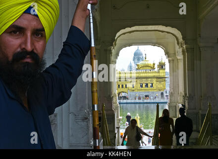 Amritsar, Golden Temple  visiting the 'turban People of India' glance of Indian -  01/09/2010  -    -  Amritsar, - Stock Photo