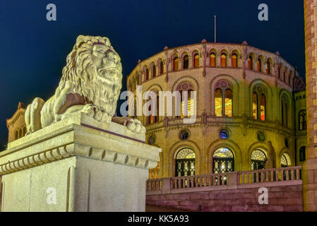 The Storting building (Norwegian: Stortingsbygningen) at night. It is the seat of the Storting, the parliament of - Stock Photo