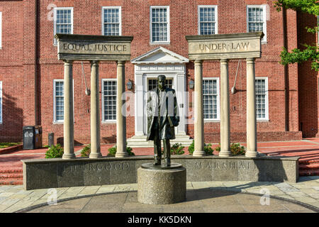Thurgood Marshall Monument beside the Maryland State Capital building in Annapolis, Maryland on summer afternoon. - Stock Photo