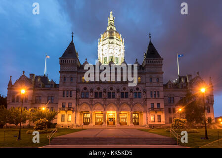 Connecticut State Capitol in Hartford on a summer evening. The building houses the State Senate, the House of Representatives - Stock Photo
