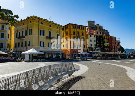 Europe. Italy. Liguria. Gulf of Poets. Lerici. The marina and the castle, a former military fortress built in the - Stock Photo