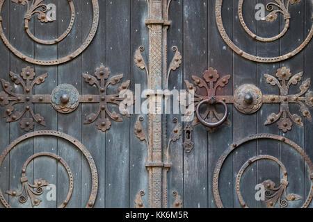 St. Peter ad Vincula parish church doors with ornate ironwork. Hampton Lucy, Warwickshire, England - Stock Photo