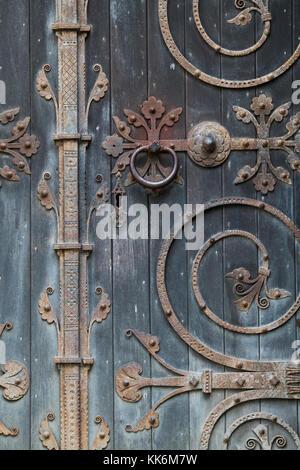 St. Peter and Vincula parish church doors with ornate ironwork. Hampton Lucy, Warwickshire, England - Stock Photo