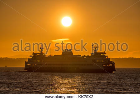 A Washington State Ferry crosses Puget Sound from Kingston to Edmonds as the sun prepares to set in this view from - Stock Photo