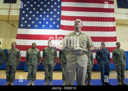 Chief of Naval Operations (CNO) Adm. Jonathan Greenert holds an all-hands call with service members, civilians, - Stock Photo