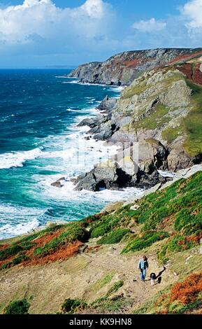 Cliff path above Lantern Rock looking NW toward Bolt Tail between Salcombe and Hope, south Devon. Woman with border - Stock Photo
