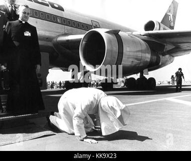 Pope John Paul II kneels down and kisses the ground after his arrival at Mexico Town Airport. pictured on 26th January - Stock Photo