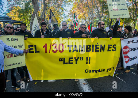 Madrid, Spain. 29th November, 2017. Thousands of taxi drivers demonstrates against cabify and uber competitors on - Stock Photo