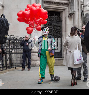 London, UK. 29th Nov, 2017. Supporters of Lauri Love outside The Royal Courts of Justice prior to his appeal hearing - Stock Photo