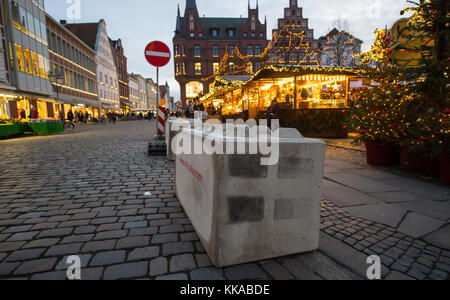 Concrete blocks can be seen at the entrance to the Christmas market in Lueneburg, Germany, 29 NOvember 2017. The - Stock Photo