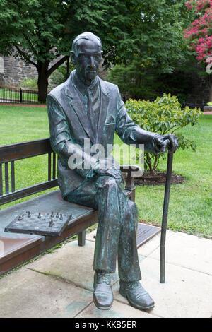 Holocaust whistleblower Jan Karski statue on the main campus of Georgetown University, Washington DC, United States. - Stock Photo