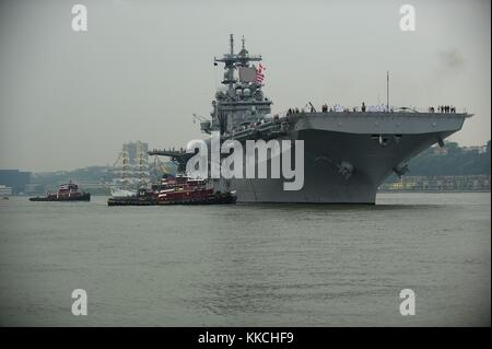 The amphibious assault ship USS Wasp LHD-1 transits the Hudson River during the parade of ships at the start of - Stock Photo