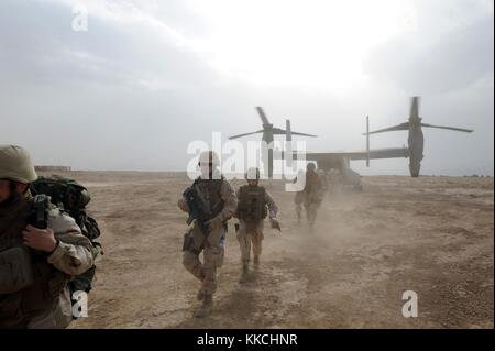 Rear Admiral Mark A Handley, Commander of 1st Naval Construction Division NCD and his staff disembark a V-22 Osprey - Stock Photo