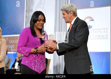 US Secretary of State John Kerry presents the 2016 International Women of Courage Award to Nisha Ayub of Malaysia, - Stock Photo