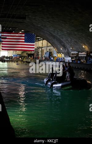 US Navy divers assigned to Explosive Ordnance Disposal Technology Division monitor competitors in the water at the - Stock Photo