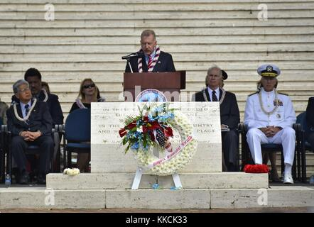 Honolulu Mayor Peter Carlisle delivers remarks during the Mayors Memorial Day Ceremony at the National Cemetery - Stock Photo
