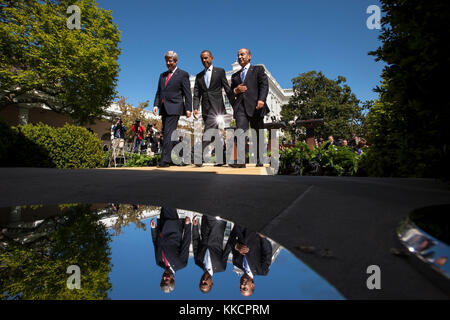 President Barack Obama walks with Prime Minister Stephen Harper of Canada, left, and President Felipe Calderón of - Stock Photo