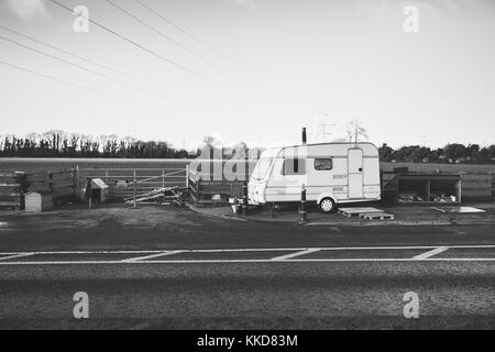 Celbridge, Ireland. 29 Nov, 2017: Irish Travellers settling in in Celbridge. Caravan parked on the side of the road - Stock Photo
