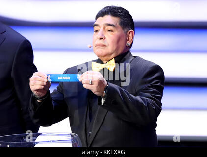 State Kremlin Palace, Moscow, Russia. 1st Dec, 2017. Retired player Diego Maradona holds the ticket for Mexico during the FIFA 2018 World Cup draw at the State Kremlin Palace in Moscow, Russia Credit: Action Plus Sports/Alamy Live News Stock Photo