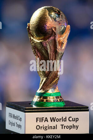 State Kremlin Palace, Moscow, Russia. 1st Dec, 2017. Football, Draw for the FIFA- World Cup 2018, Moscow, December 01, 2017 The original world cup trophy on display at the draw Credit: Action Plus Sports/Alamy Live News Stock Photo