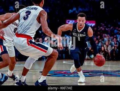 New York, New York, USA. 4th May, 2014. December 5, 2017: Villanova guard Brunson, Jalen #1 drives to the basket - Stock Photo