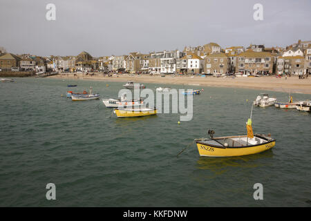 St Ives is a seaside town, civil parish and port in Cornwall. The town lies north of Penzance and west of Camborne - Stock Photo