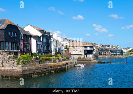 homes overlooking falmouth bay in cornwall, england, britain, uk. - Stock Photo